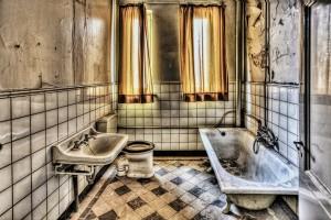bath-426383_1280