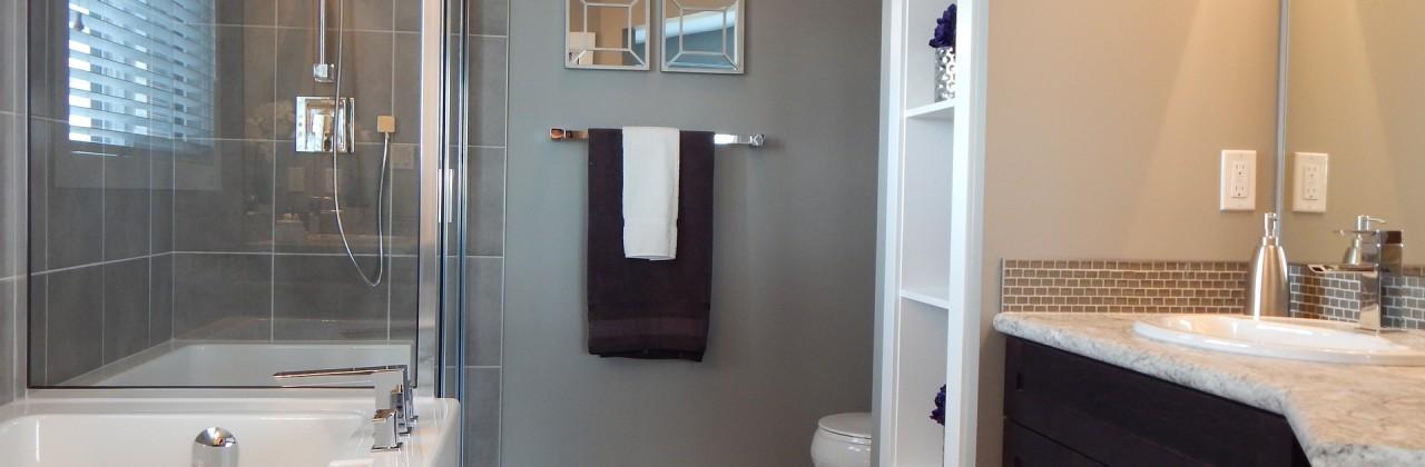 Jaką kabinę prysznicową kupić, by łatwo było ją czyścić?